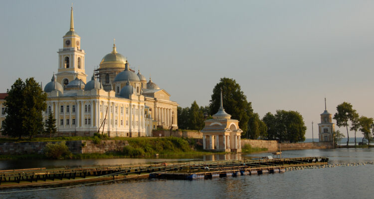 озеро Селигер монастырь